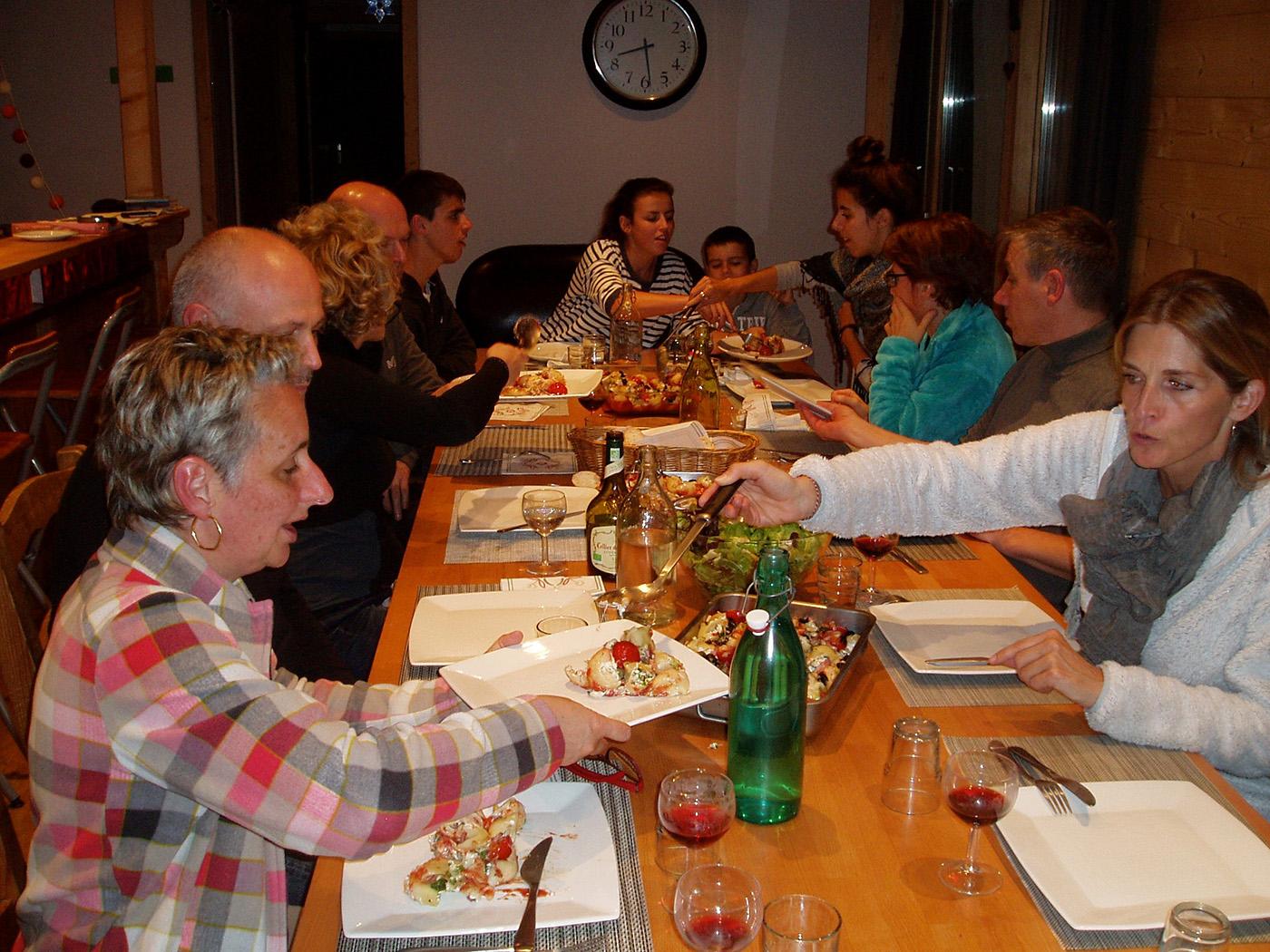 La table d 39 h tes rum doodle - Chambre d hote avec table d hote ...